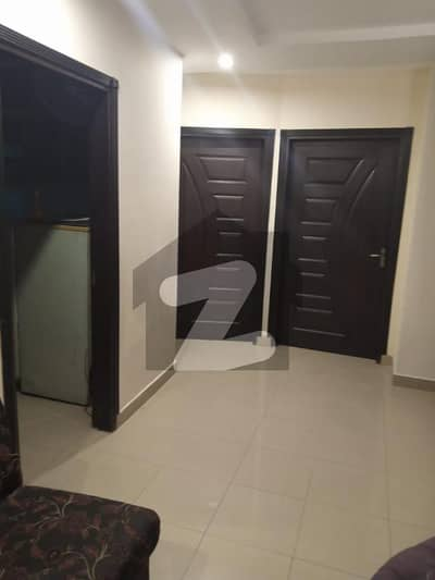 ڈی ایچ اے فیز 8 ڈیفنس (ڈی ایچ اے) لاہور میں 2 کمروں کا 4 مرلہ فلیٹ 70 ہزار میں کرایہ پر دستیاب ہے۔