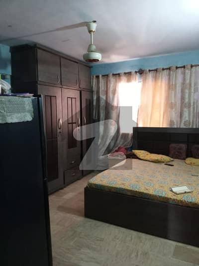 لیاقت آباد کراچی میں 3 کمروں کا 3 مرلہ فلیٹ 28 لاکھ میں برائے فروخت۔