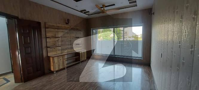 14 Marla Brand New Beautiful House Near To Park With Basement
