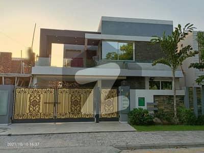 بحریہ ٹاؤن سیکٹر A بحریہ ٹاؤن لاہور میں 8 کمروں کا 1 کنال مکان 5.1 کروڑ میں برائے فروخت۔