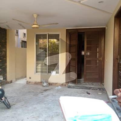 بحریہ ٹاؤن علی بلاک بحریہ ٹاؤن سیکٹر B بحریہ ٹاؤن لاہور میں 3 کمروں کا 5 مرلہ مکان 1.2 کروڑ میں برائے فروخت۔