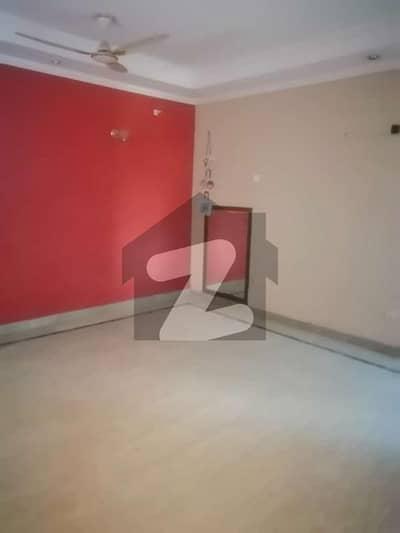 ڈی ایچ اے فیز 2 ڈیفنس (ڈی ایچ اے) لاہور میں 5 کمروں کا 1 کنال مکان 1.6 لاکھ میں کرایہ پر دستیاب ہے۔