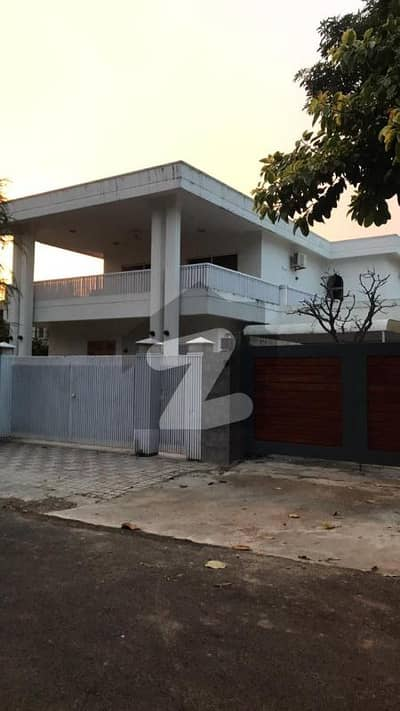 5 Bedrooms House For Sale At Prime Location