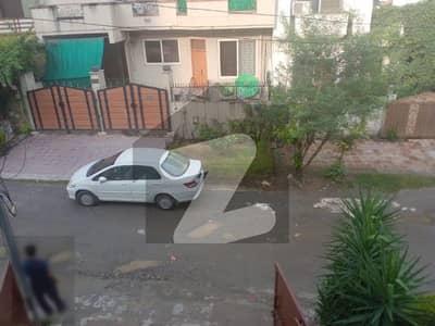 ای ۔ 11/4 ای ۔ 11 اسلام آباد میں 6 کمروں کا 10 مرلہ مکان 5 کروڑ میں برائے فروخت۔