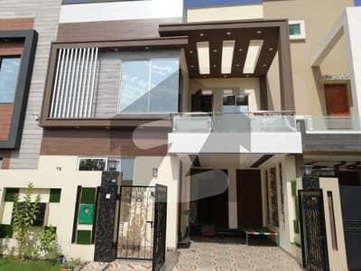 بحریہ ٹاؤن جناح بلاک بحریہ ٹاؤن سیکٹر ای بحریہ ٹاؤن لاہور میں 3 کمروں کا 5 مرلہ مکان 1.45 کروڑ میں برائے فروخت۔