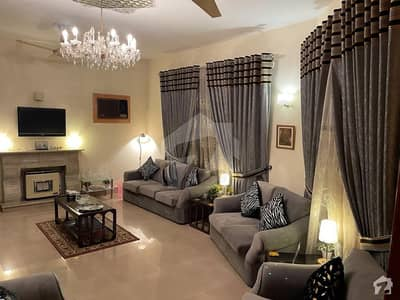 ایف ۔ 10/4 ایف ۔ 10 اسلام آباد میں 6 کمروں کا 1 کنال مکان 15 کروڑ میں برائے فروخت۔