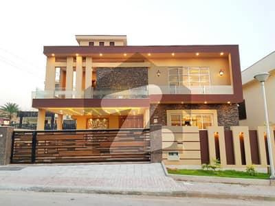 بحریہ ٹاؤن فیز 4 بحریہ ٹاؤن راولپنڈی راولپنڈی میں 5 کمروں کا 1 کنال مکان 6.8 کروڑ میں برائے فروخت۔