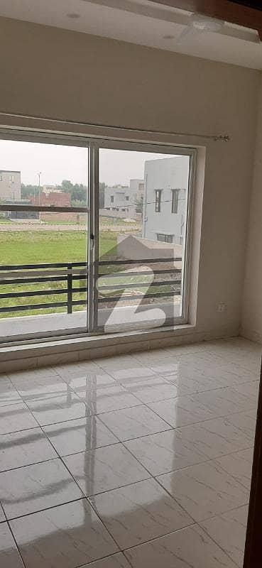 ڈی ایچ اے 11 رہبر لاہور میں 3 کمروں کا 8 مرلہ بالائی پورشن 36 ہزار میں کرایہ پر دستیاب ہے۔