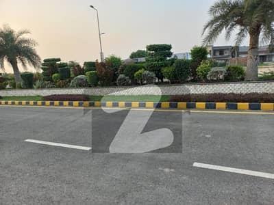 پارک ایونیو ہاؤسنگ سکیم لاہور میں 5 مرلہ رہائشی پلاٹ 25 لاکھ میں برائے فروخت۔