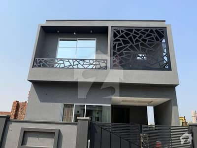 Green City 5.5 Marla House For Sale Out Standing Location