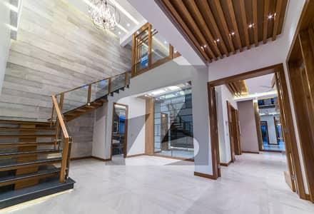 Near Huge Park Brand New Luxury Design Palace