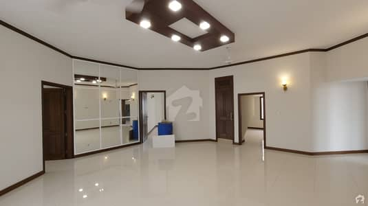 ڈی ایچ اے فیز 7 ڈی ایچ اے کراچی میں 6 کمروں کا 1.2 کنال مکان 12 کروڑ میں برائے فروخت۔