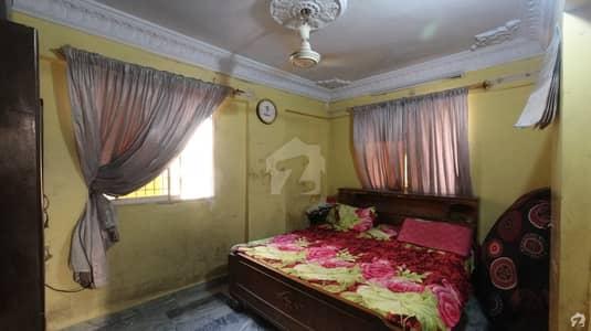 سولجر بازار جمشید ٹاؤن کراچی میں 3 کمروں کا 5 مرلہ فلیٹ 1.1 کروڑ میں برائے فروخت۔