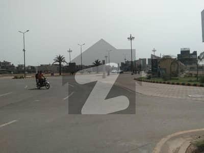 جوہر ٹاؤن لاہور میں 6 مرلہ رہائشی پلاٹ 1.15 کروڑ میں برائے فروخت۔