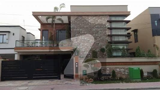 بحریہ ٹاؤن سیکٹر سی بحریہ ٹاؤن لاہور میں 5 کمروں کا 1 کنال مکان 7 کروڑ میں برائے فروخت۔