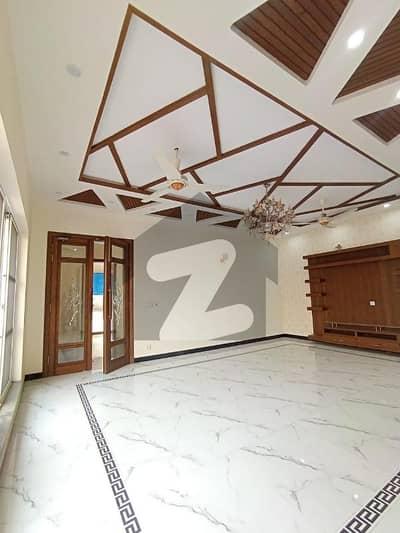 ڈی ایچ اے فیز 8 سابقہ ایئر ایوینیو ڈی ایچ اے فیز 8 ڈی ایچ اے ڈیفینس لاہور میں 3 کمروں کا 1 کنال بالائی پورشن 80 ہزار میں کرایہ پر دستیاب ہے۔