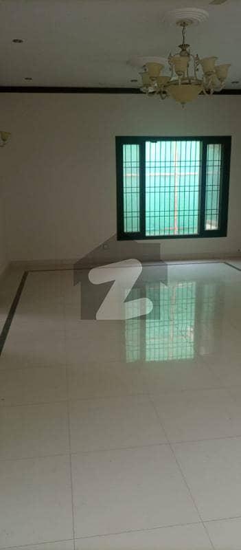 ڈی ایچ اے فیز 6 ڈی ایچ اے کراچی میں 3 کمروں کا 1.2 کنال زیریں پورشن 1.6 لاکھ میں کرایہ پر دستیاب ہے۔