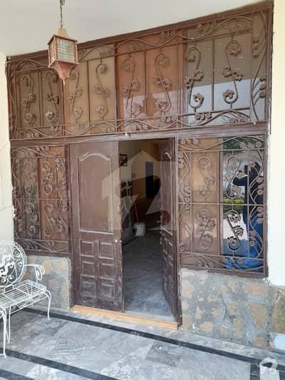 چتر اسلام آباد میں 5 کمروں کا 2 کنال مکان 3.9 کروڑ میں برائے فروخت۔