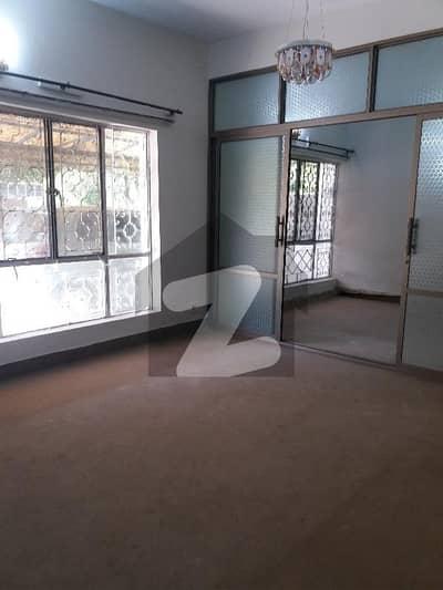 جی ۔ 8 اسلام آباد میں 3 کمروں کا 5 مرلہ فلیٹ 1.1 کروڑ میں برائے فروخت۔