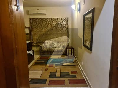 ایف ۔ 10/1 ایف ۔ 10 اسلام آباد میں 6 کمروں کا 1.02 کنال مکان 9.5 کروڑ میں برائے فروخت۔