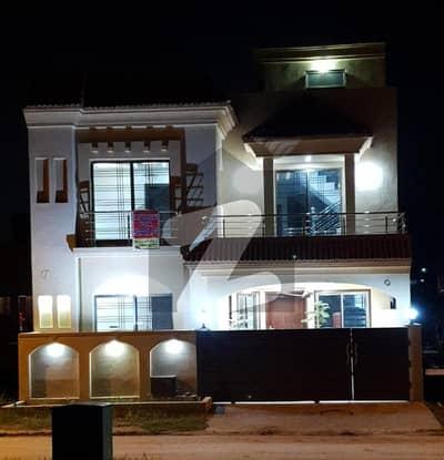 بحریہ ٹاؤن ۔ سفاری ولاز بحریہ ٹاؤن راولپنڈی راولپنڈی میں 5 کمروں کا 7 مرلہ مکان 1.79 کروڑ میں برائے فروخت۔