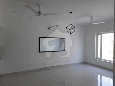 ڈی ایچ اے فیز 8 ڈی ایچ اے کراچی میں 4 کمروں کا 4 مرلہ مکان 1.35 لاکھ میں کرایہ پر دستیاب ہے۔