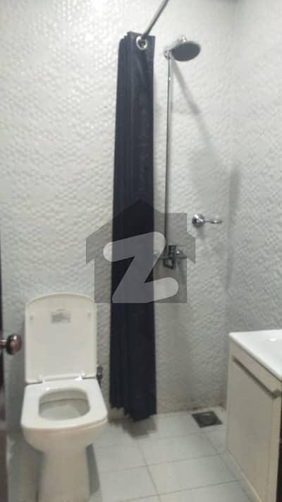 ڈی ایچ اے فیز 2 ڈیفنس (ڈی ایچ اے) لاہور میں 1 کمرے کا 2 مرلہ فلیٹ 55 ہزار میں کرایہ پر دستیاب ہے۔