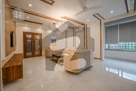 ڈی ایچ اے فیز 6 - بلاک جے فیز 6 ڈیفنس (ڈی ایچ اے) لاہور میں 5 کمروں کا 1 کنال مکان 7.9 کروڑ میں برائے فروخت۔