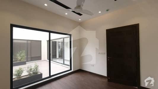 ڈی ایچ اے فیز 2 - بلاک آر فیز 2 ڈیفنس (ڈی ایچ اے) لاہور میں 7 کمروں کا 2 کنال مکان 3.5 لاکھ میں کرایہ پر دستیاب ہے۔