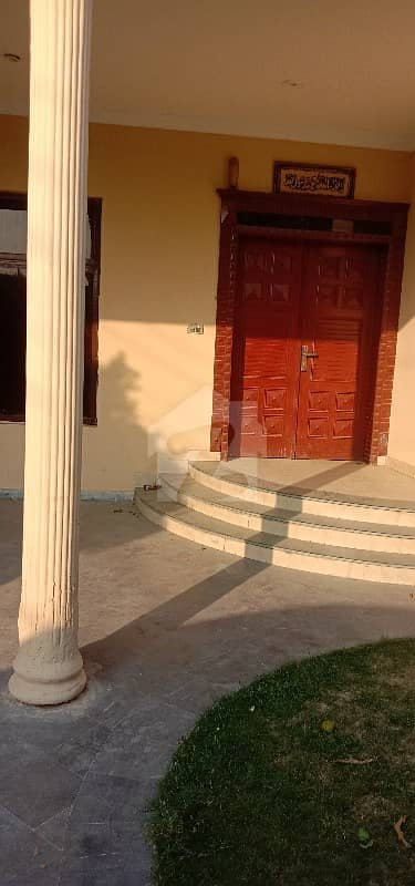 1 Kanal Single Storey House With 3 Bedroom TV Lounge Kitchen VIP Location