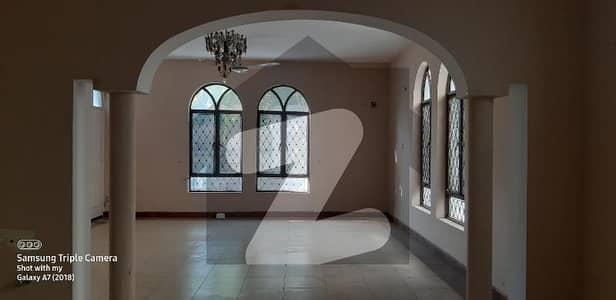 ایف ۔ 10 اسلام آباد میں 6 کمروں کا 2.04 کنال مکان 22 کروڑ میں برائے فروخت۔