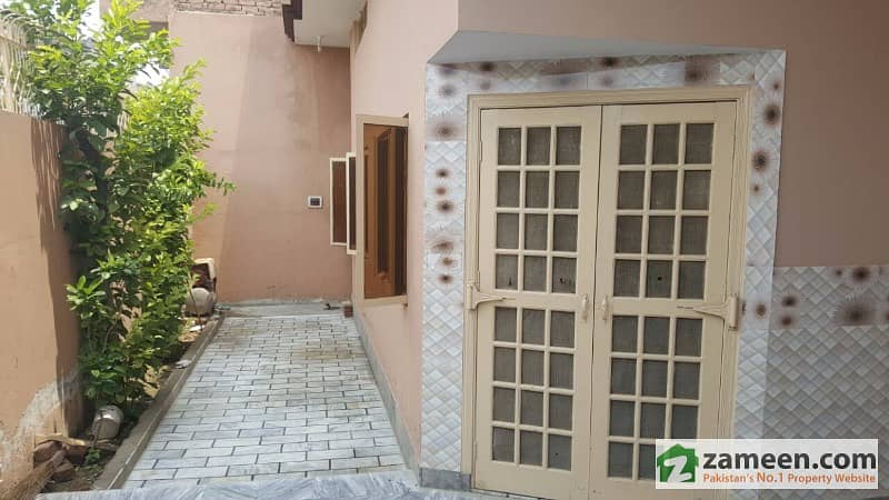 Chan Da Qila Bazar 7. 5 Marla Triple Story Home / Nice Location /