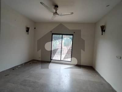 8 Marla House Available For Rent