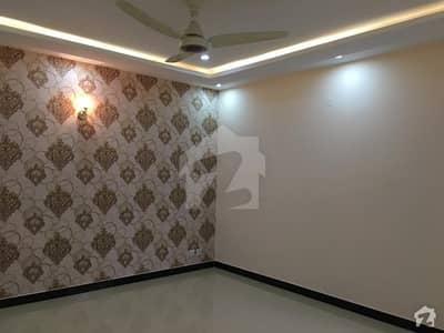 ڈی ایچ اے فیز 2 - بلاک کیو فیز 2 ڈیفنس (ڈی ایچ اے) لاہور میں 5 کمروں کا 18 مرلہ مکان 1.5 لاکھ میں کرایہ پر دستیاب ہے۔