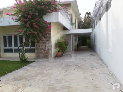 666 Sq yd Livable House For Sale In F7