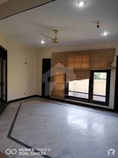 ای ۔ 11 اسلام آباد میں 8 کمروں کا 1 کنال مکان 4 لاکھ میں کرایہ پر دستیاب ہے۔