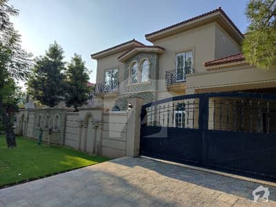 666 sq yd Corner Brand new Luxury house with swimming pool Available for sale in Islamabad