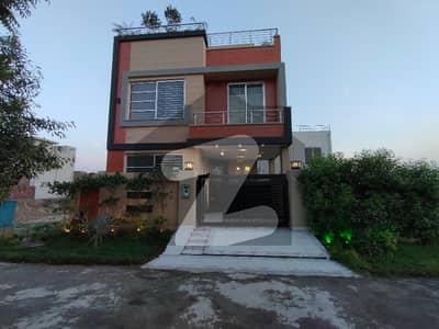ڈی ایچ اے 9 ٹاؤن ۔ بلاک ڈی ڈی ایچ اے 9 ٹاؤن ڈیفنس (ڈی ایچ اے) لاہور میں 3 کمروں کا 5 مرلہ مکان 1.75 کروڑ میں برائے فروخت۔