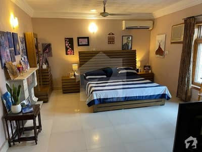 ایف ۔ 10 اسلام آباد میں 6 کمروں کا 1 کنال مکان 13.5 کروڑ میں برائے فروخت۔