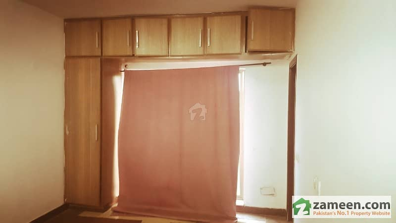 Only Single Bed Attach Bath Room Separate Entrance