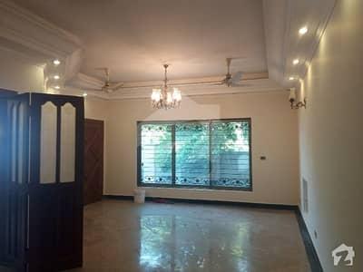 ڈی ایچ اے فیز 2 - بلاک وی فیز 2 ڈیفنس (ڈی ایچ اے) لاہور میں 3 کمروں کا 1 کنال بالائی پورشن 55 ہزار میں کرایہ پر دستیاب ہے۔