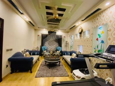 سبزہ زار سکیم ۔ بلاک کے سبزہ زار سکیم لاہور میں 5 کمروں کا 10 مرلہ مکان 2.4 کروڑ میں برائے فروخت۔