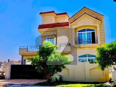 بحریہ ٹاؤن فیز 8 بحریہ ٹاؤن راولپنڈی راولپنڈی میں 5 کمروں کا 10 مرلہ مکان 2.5 کروڑ میں برائے فروخت۔