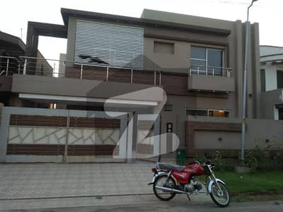 11 Marla House In Usman Block Available For Rent In Bahria Town Lahore