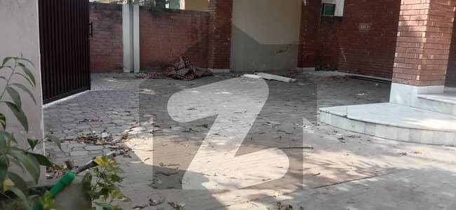 ڈی ایچ اے فیز 2 - بلاک وی فیز 2 ڈیفنس (ڈی ایچ اے) لاہور میں 3 کمروں کا 1 کنال مکان 1 لاکھ میں کرایہ پر دستیاب ہے۔