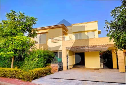 2 Kanal Corner House At Outstanding Location