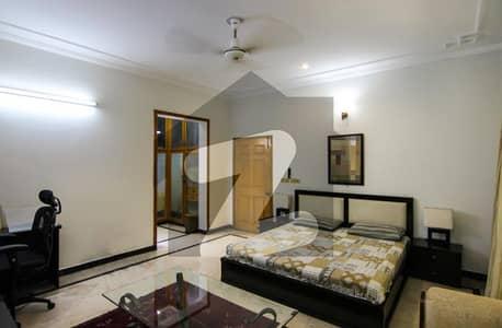 ڈی ایچ اے فیز 2 ڈیفنس (ڈی ایچ اے) لاہور میں 1 کمرے کا 5 مرلہ کمرہ 30 ہزار میں کرایہ پر دستیاب ہے۔