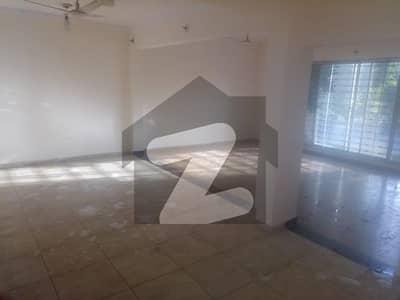 ڈی ایچ اے ڈیفینس فیز 1 - ڈیفینس ولاز ڈی ایچ اے فیز 1 - سیکٹر ایف ڈی ایچ اے ڈیفینس فیز 1 ڈی ایچ اے ڈیفینس اسلام آباد میں 5 کمروں کا 11 مرلہ مکان 2.9 کروڑ میں برائے فروخت۔