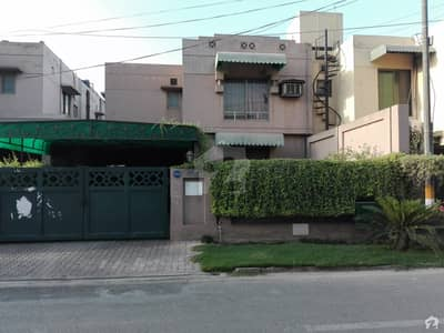 10 Marla House For Sale Is Available In Eden
