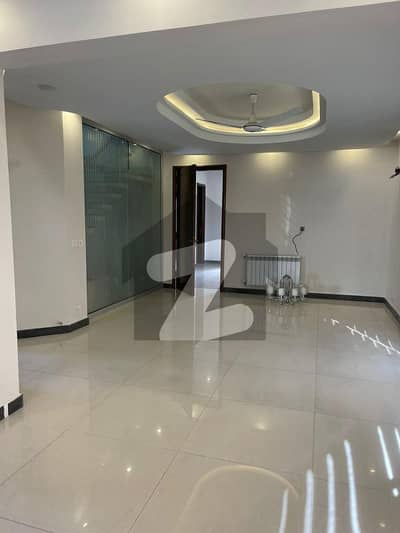 گلبرگ لاہور میں 5 کمروں کا 1 کنال مکان 3 لاکھ میں کرایہ پر دستیاب ہے۔